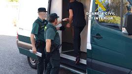 Momento de la detención del presunto autor del robo.