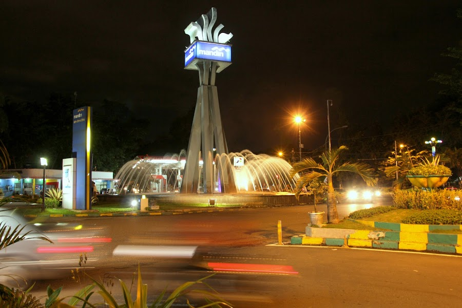 by Zulfikar Achmad - City,  Street & Park  Street Scenes
