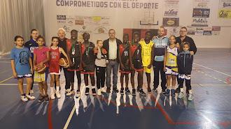 El alcalde recibió a las medallistas en minibasket.