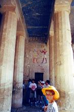 Photo: #018-Le temple d'Hatshepsout dans la Vallée des Reines