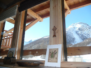Photo: Appartement 1 - Détail salle à manger (glacier du Casset au fond à gauche)