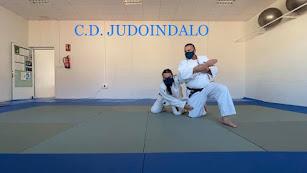 Los deportistas en el tatami del Club Judoindalo.