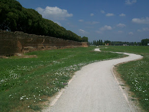 Photo: 20e Dag, dinsdag 4 augustus 2009 Ferrare  totaal: 1554 km De stad Ferrare. Langs de stadsmuur.