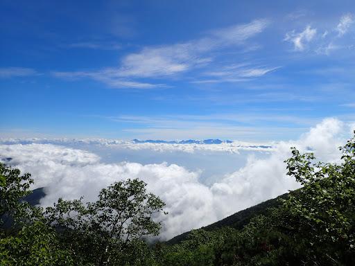 八ヶ岳方面は雲が多く