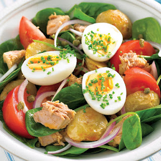 Salad with Roasted Potatoes, Tuna, and Hardboiled Eggs.