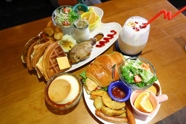 花蓮美食  咖啡舍Seven Beans 。早午餐、鬆餅、河馬冰淇淋(寵物友善餐廳)