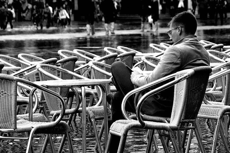 Il lettore e le sedie di Andrea F
