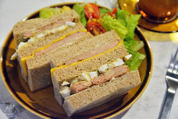 中山站美食早午餐-黑露咖啡館 日式復古風與起司蛋沙拉肉排三明治