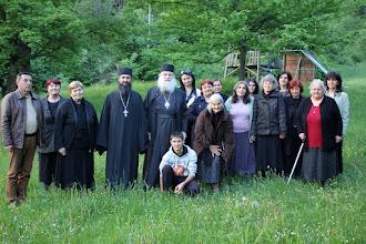 Photo: Долна Баня, обща снимка с енориашите след беседата, 14 май 2015 г.