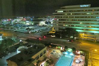 Photo: Embassy suites, näkymä hotellin ikkunasta
