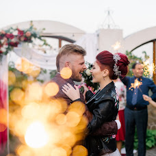 Wedding photographer Viktoriya Antropova (happyhappy). Photo of 12.12.2018