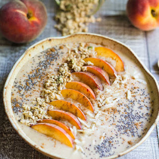 Vegan Peach Pie Smoothie Bowl