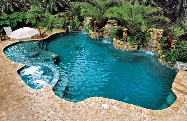 Thiết kế bể bơi gia đình mang xu hướng gần gũi với thiên nhiên