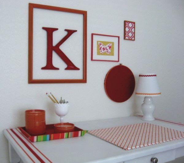 trang trí nội thất sử dụng tranh viền đỏ