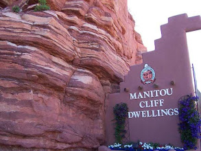 Photo: vstup do Manitou Cliff Dwellings