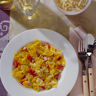 Farfalle in roter Paprikasauce