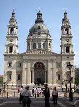 Photo: 1845-ben Hild József kapott megbízást arra, hogy megépítse a templomot, a  munkálatokat azonban csak 1851. augusztus 14-én kezdték el. Hild 1867-ben bekövetkezett haláláig vezette az építkezést, az irányítást ezután Ybl Miklós vette át, aki az eredeti klasszicista terveket neoreneszánsz stílusban dolgozta át. Az építkezés közben Ybl is meghalt, így a munkát Kauser József vezetésével fejezték be 1905-ben