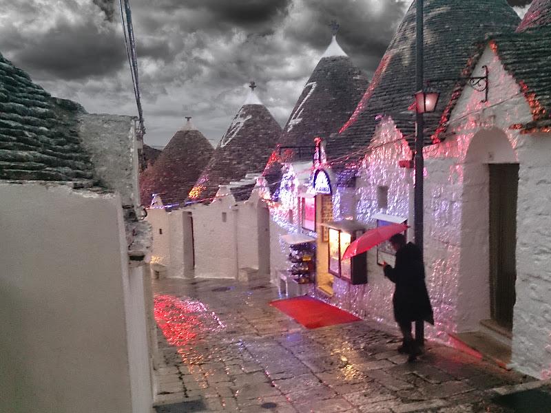 Piove ad Alberobello di Pinco_Pallino