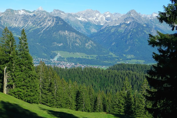 Königsweg Blick auf Oberstdorf Nebelhorn Rubihorn Hochvogel Schneck Großer Wilder Höfats, Obermaiselstein Allgäu