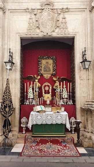 Altar de la Soledad, en la puerta lateral de Santiago.