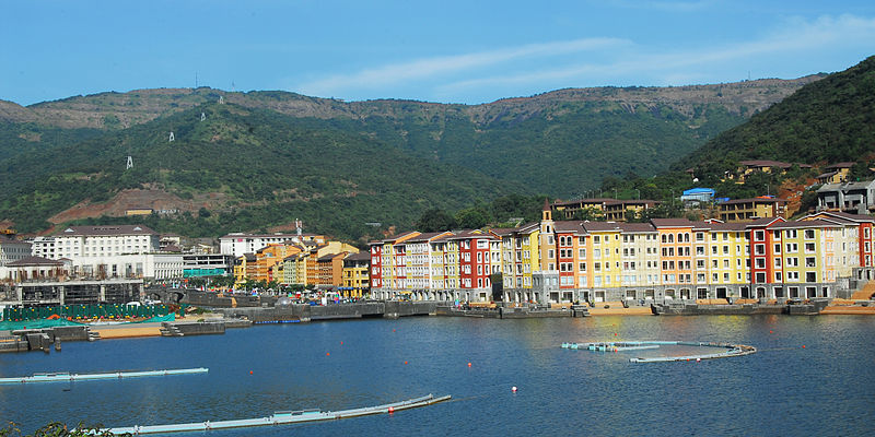 800px-Lakeside_View_at_Dasve_-_Lavasa.JPG