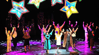 Escena del Musical Familiar Annie en el Auditorio de Roquetas de Mar.