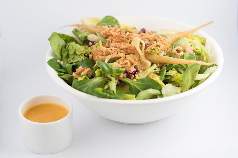 Vegetarische salade gerookte zalm