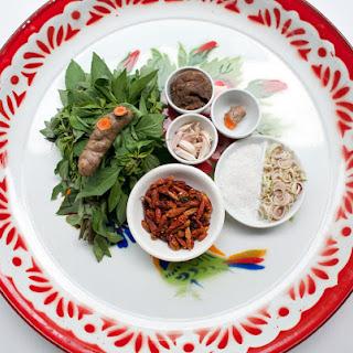 Homemade Red Curry Paste Recipe (Khrueang Kaeng Phet).