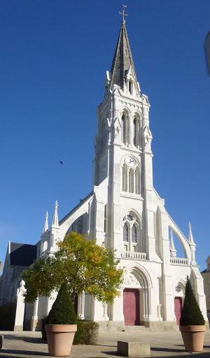 photo de eglise St Pierre - BECON-les-GRANITS -