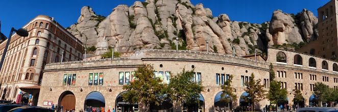 Photo: Panorámica de la montaña de Montserrat.