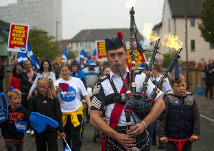 Photo: Piper Ryan Randall leads a pro-Scottish independence rally in the suburbs of Edinburgh on September 18, 2014, during Scotland's independence referendum. Scotland is voting on Thursday in an independence referendum that could break up the centuries-old United Kingdom and create Europe's newest state since the collapse of Yugoslavia.AFP PHOTO/LESLEY MARTIN