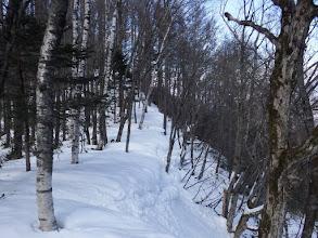 雪庇の硬い部分を進む