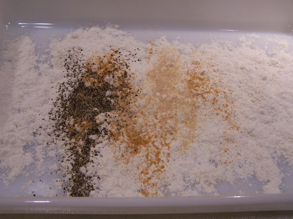 Place the flour into a shallow pan and add the salt, garlic, and pepper...stir...