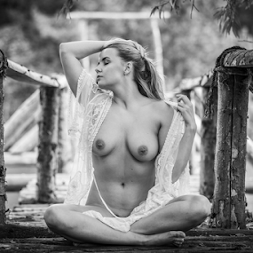 on the bridghe by Reto Heiz - Nudes & Boudoir Artistic Nude ( nudephotographay, sensual, sexy, nude, black and white, nudeart )