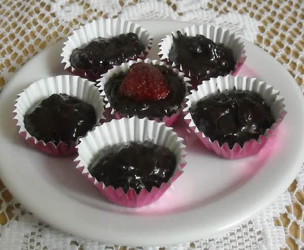 Mini Chocolate Raspberry Nut Cups