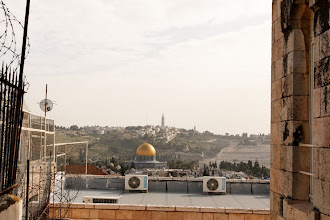 Photo: Vue sur le Dôme du rocher et le Mont des oliviers, du collège des soeurs de Saint-Joseph à Jérusalem