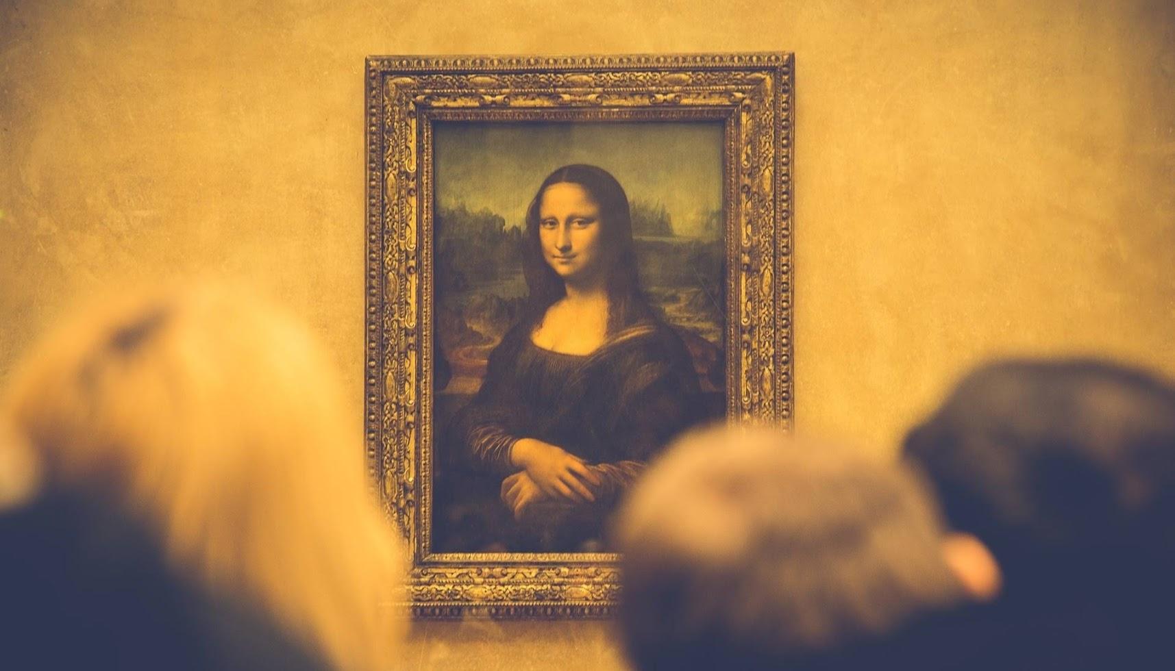パリ観光一日コース土曜日デモルーブル美術館モナリザ