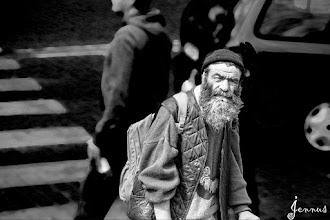 Photo: Obdachlosigkeit in unserer Welt  Kälte macht krank – und manchmal tötet sie auch, besonders wenn Menschen ihr schutzlos ausgeliefert sind. Seit der Wiedervereinigung, so schätzt die Bundesarbeitsgemeinschaft Wohnungslosenhilfe (BAGW), sind in Deutschland 300 Obdachlose erfroren.   Mitmenschen und andere Leute in der Galerie: https://goo.gl/nN5COH