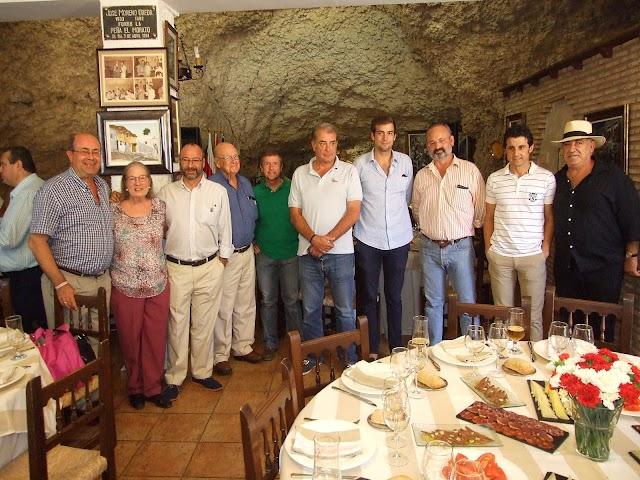 Casa Chopera, propietarios de la Plaza, peñas 3Taurinos3 y Nueva York, alcalde y Niño de las Cuevas con Ruiz Manuel.
