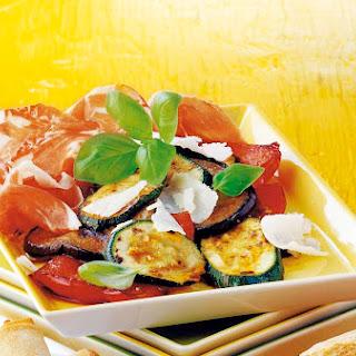 Antipasti-Gemüse mit Parmesan und Parmaschinken