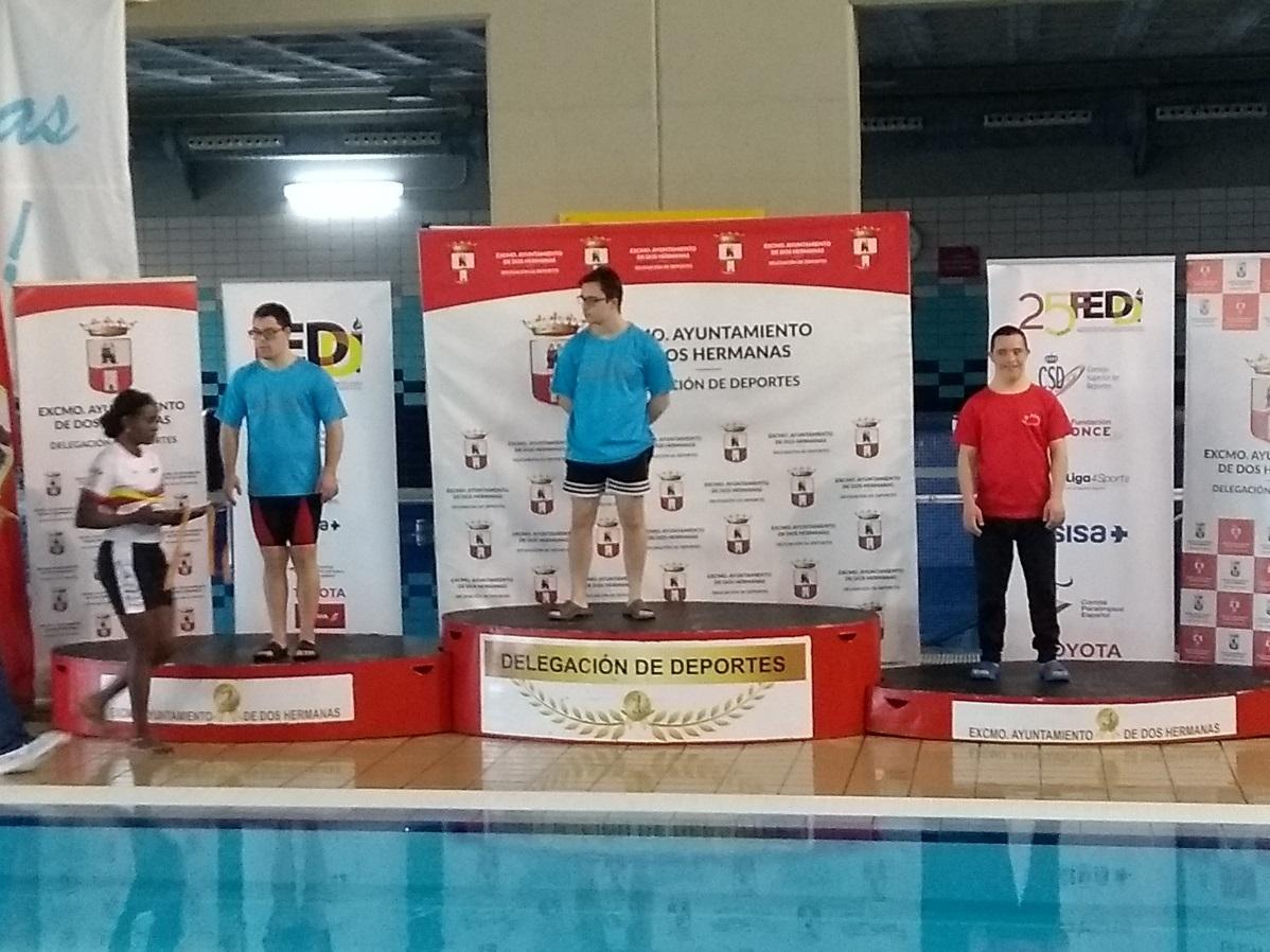 C:\Users\JJ\Pictures\Podio del Campeonato de España en Dos Hermanas Bronce en 200m libres..jpg