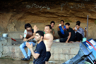 Photo: miejscowi imprezują z dala od wzroku kobiet