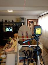 Photo: Per realizzare l'arco posteriore del cuppollino mi servo della livella laser per trovare la mezzeria