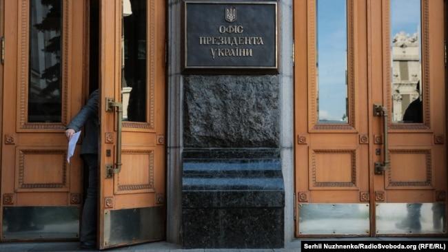 Як пише Der Spiegel, міністерство вирішило «відправити делегацію під керівництвом Крістіана фон Штеттена і Йоахіма Пфайфера до офісу президента України з метою нагадування про цю проблему»