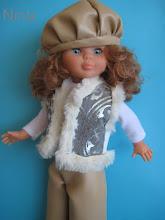 Photo: Conjunto de pantaló y gorra de simil cuero con jersey blanco de cuello alto y chaleco de piel: 25 euros más envío