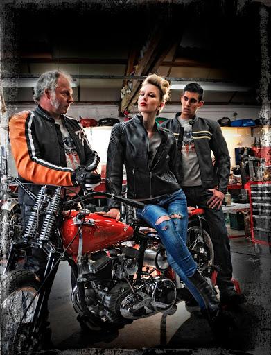 la-couverture-du-catalogue-segura-avec-lequipe-machines-et-moteurs-specialiste-norton-triumph-bonneville