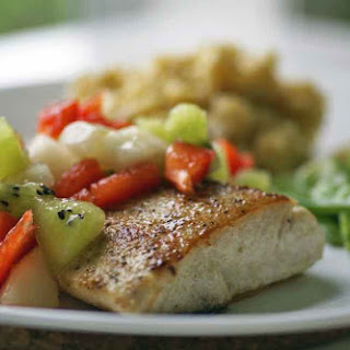 Mahi Mahi with Pears, Kiwi and Peppers