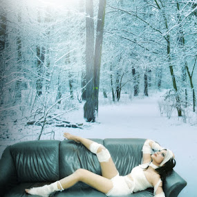 relaxing mummy by Budi Purwito - Digital Art People ( budibudz, sofa, relax, blue, green, snow, mummy, compossed, enjoy, aqua )