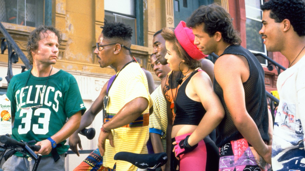 Screencap of the cast of Do The Right Thing