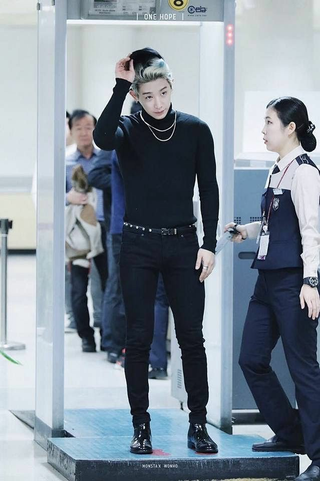 monsta x wonho airport staff